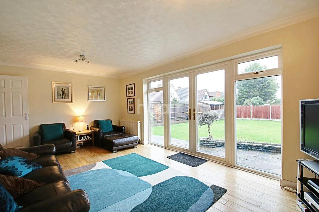 5 Bedrooms Detached House for sale in Malyons Lane, Hullbridge