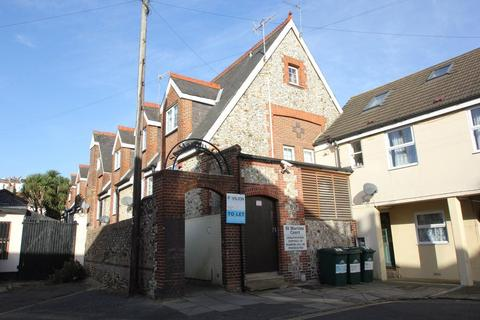 Studio to rent - St. Martins Court, Brighton