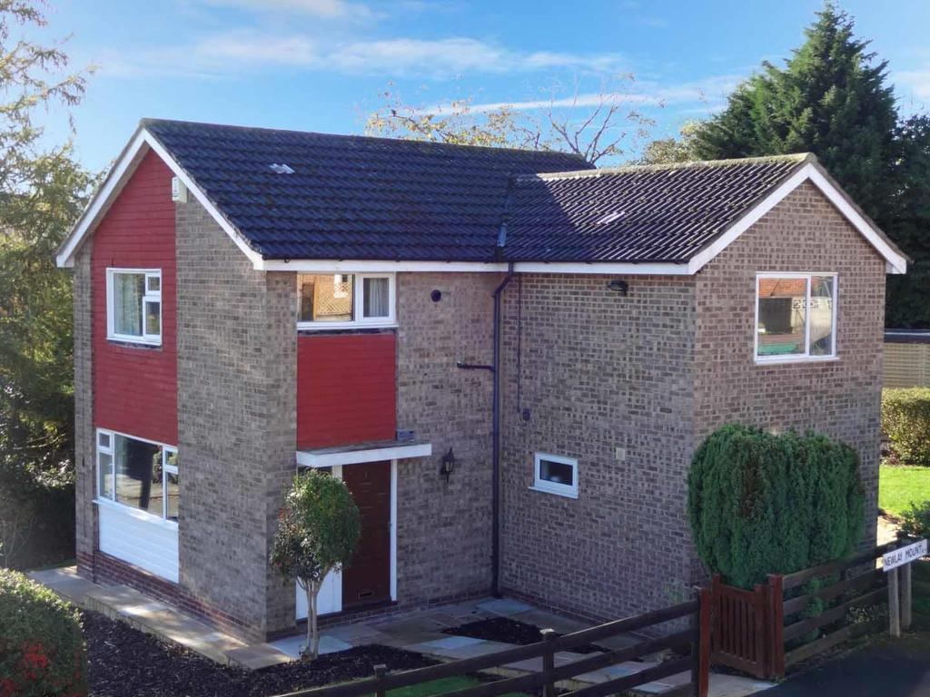 4 Bedrooms Detached House for sale in Newlay Mount, Horsforth