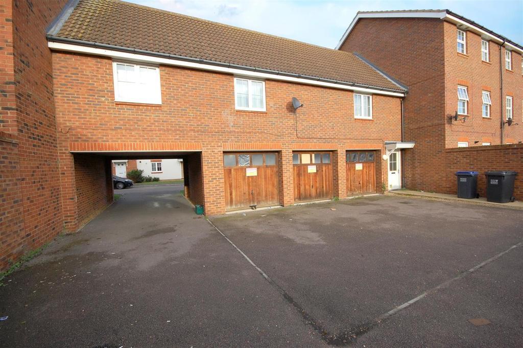 3 Bedrooms Maisonette Flat for sale in Salisbury Village, Hatfield