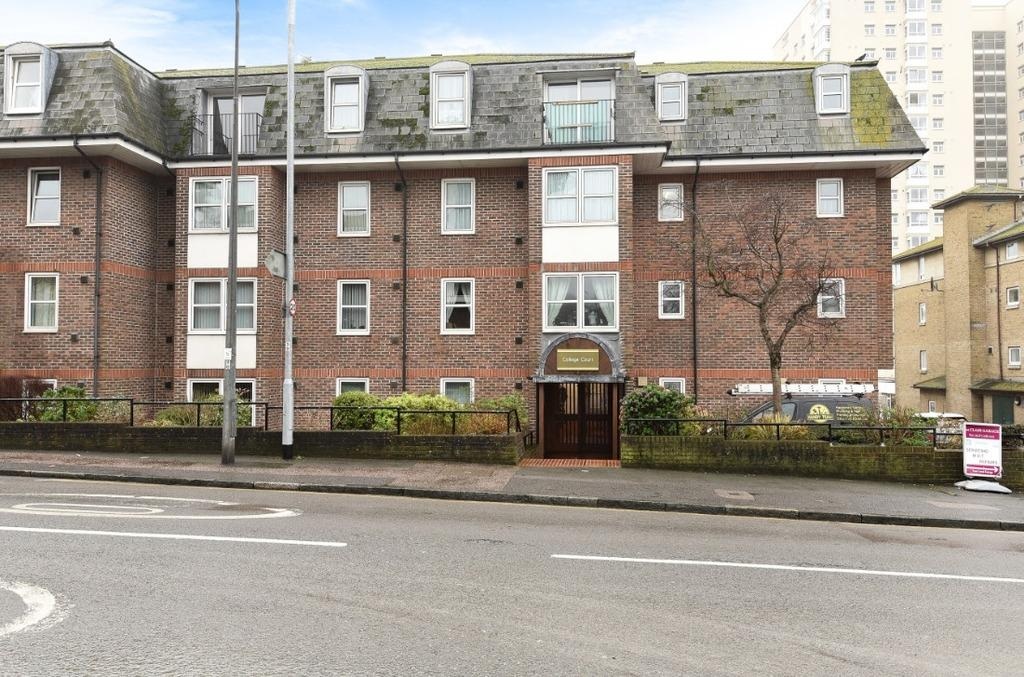 1 Bedroom Retirement Property for sale in Eastern Road Brighton East Sussex BN2