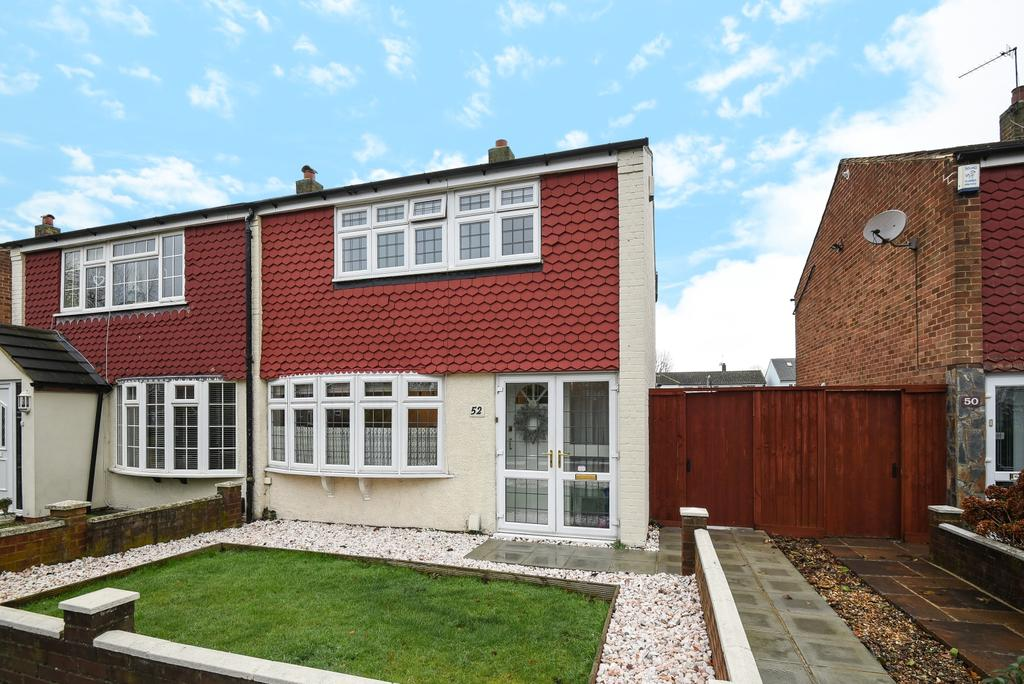 3 Bedrooms Semi Detached House for sale in Bruce Close Welling DA16