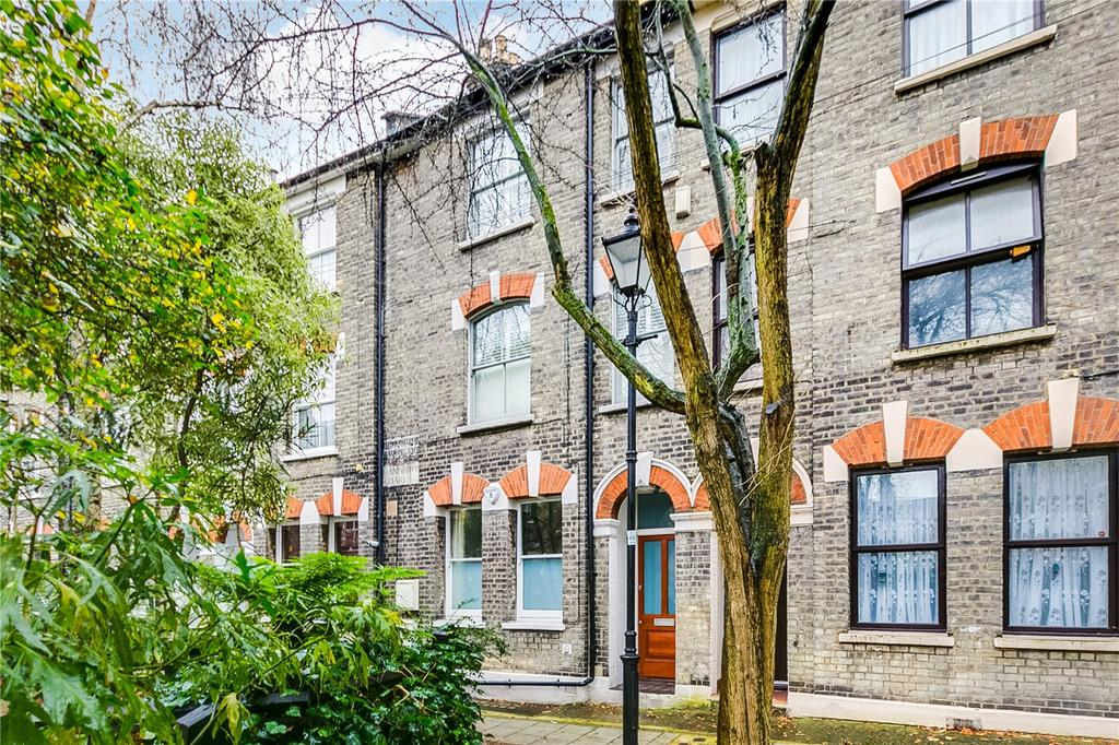 2 Bedrooms Flat for sale in Bonnington Square, Vauxhall, London
