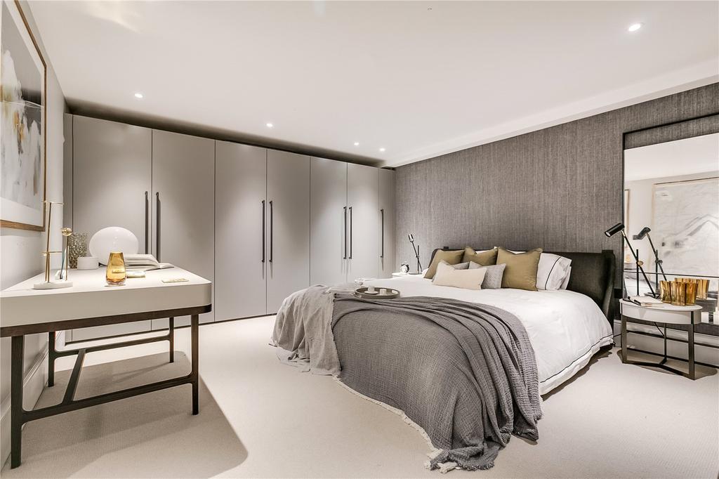 1 Bedroom Flat for sale in Southwell Gardens, South Kensington, London