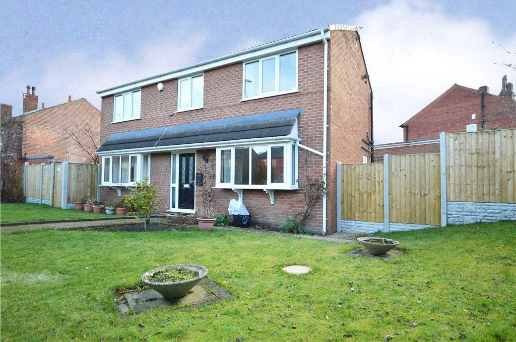 4 Bedrooms Detached House for sale in Leeds Road, Birstall