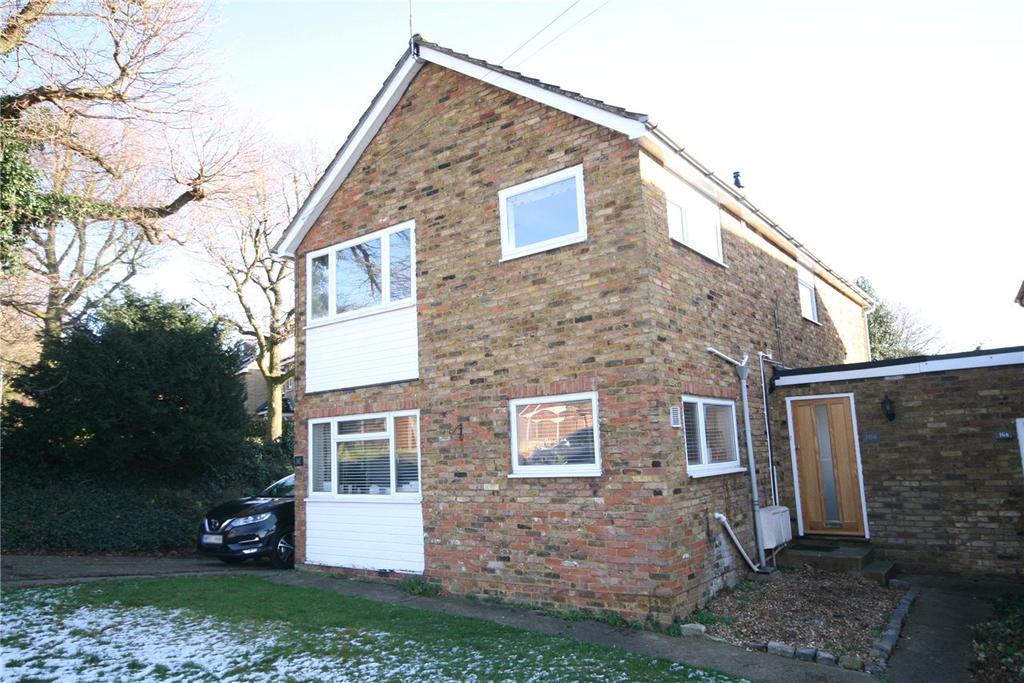 2 Bedrooms Flat for rent in Woodside Road, Welwyn, Hertfordshire