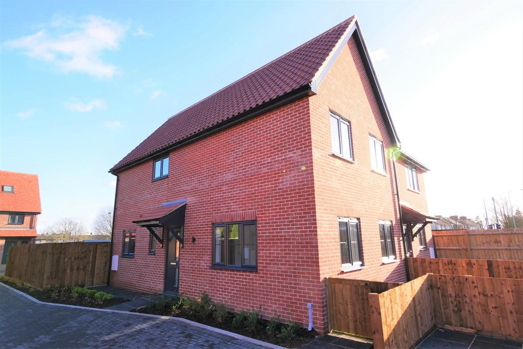 3 Bedrooms Semi Detached House for sale in 2 Railway Mews, Cauldwell Hall Road, Ipswich