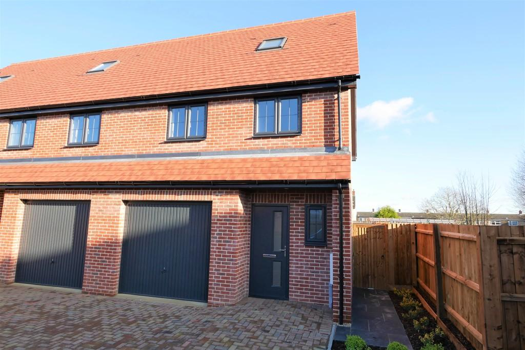 3 Bedrooms Town House for sale in 7 Railway Mews, Cauldwell Hall Road, Ipswich