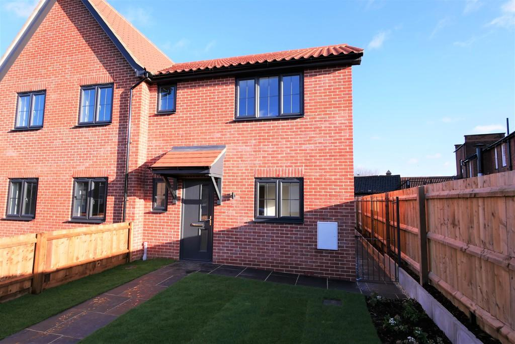 3 Bedrooms Semi Detached House for sale in 1 Railway Mews, Cauldwell Hall Road, Ipswich