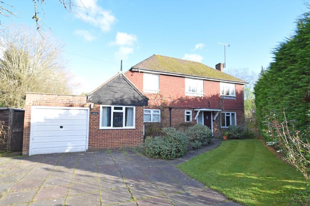 3 Bedrooms Detached House for sale in Woodlands Close, Cranleigh GU6 7HP