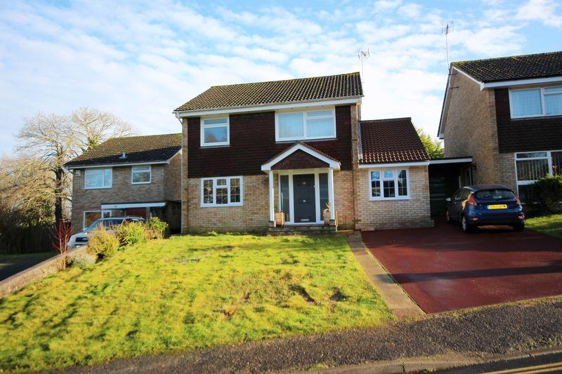 4 Bedrooms Detached House for sale in Woodridge Close, Haywards Heath