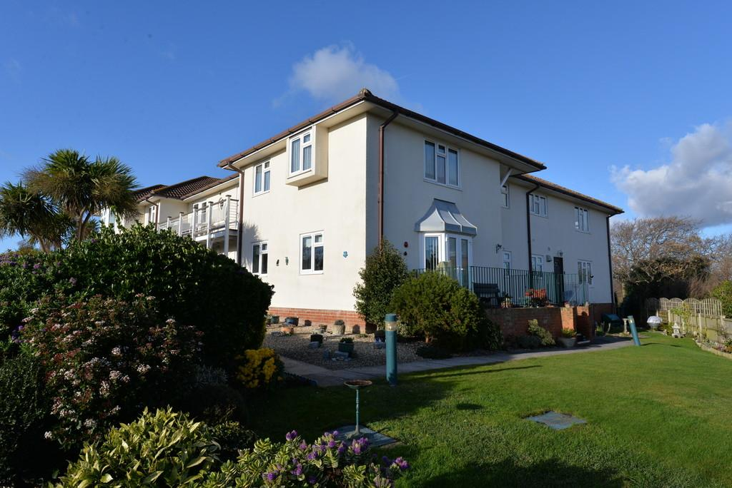 2 Bedrooms Apartment Flat for sale in Grove Road, Barton On Sea, New Milton