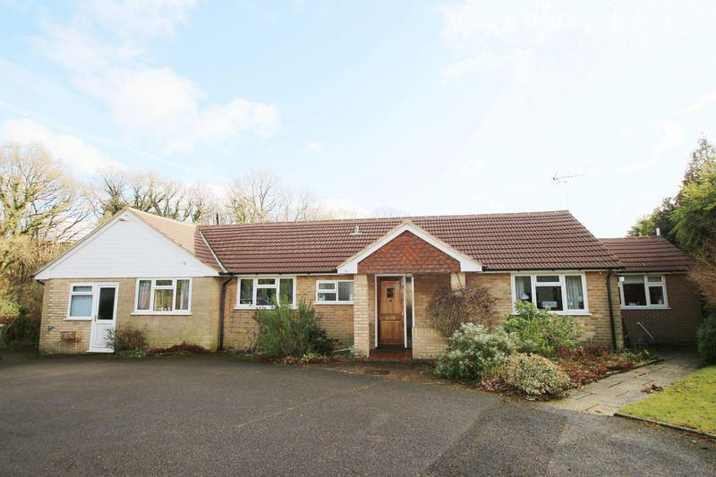 3 Bedrooms Detached Bungalow for sale in Lynwick Street, Rudgwick