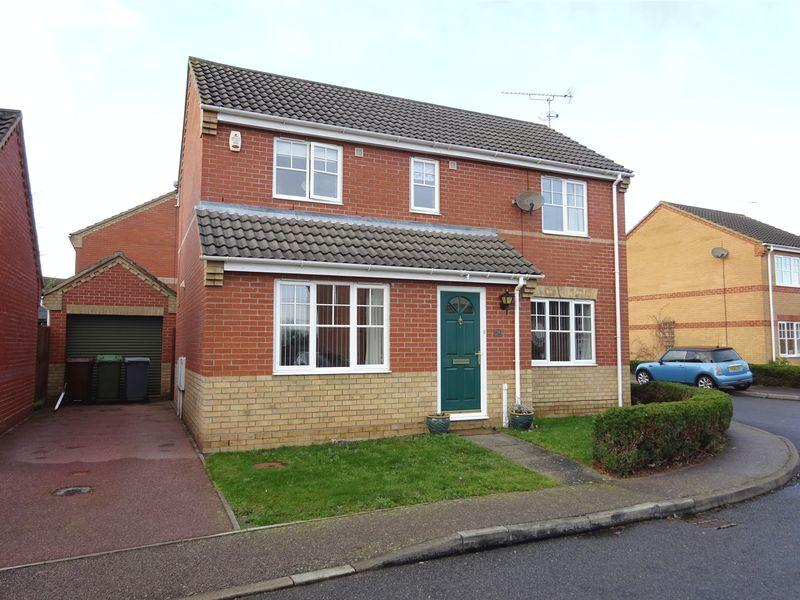 3 Bedrooms Detached House for sale in Maidens Close, Dussindale, Norwich