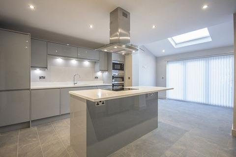 3 bedroom semi-detached house for sale - Matfen Place, Fenham, Newcastle upon Tyne