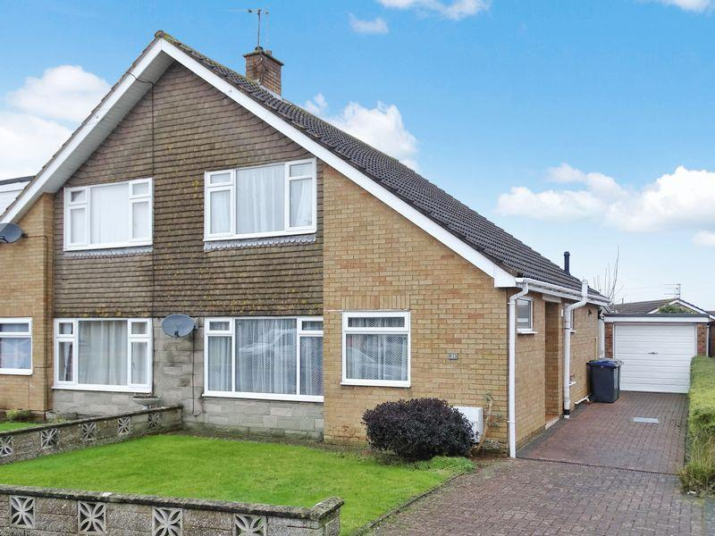 3 Bedrooms Semi Detached House for sale in Churchill Avenue, Melksham