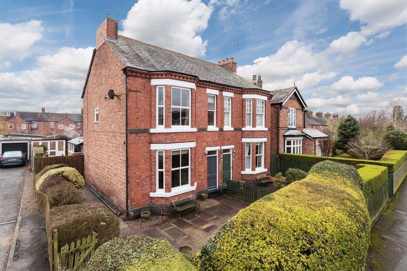 4 Bedrooms Semi Detached House for sale in North Crofts, Nantwich