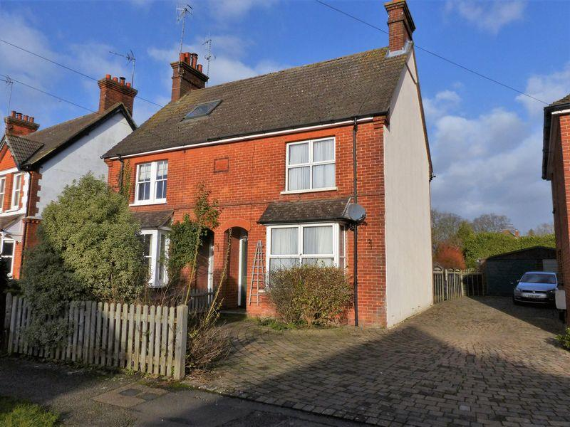 3 Bedrooms House for sale in Mead Road, Cranleigh