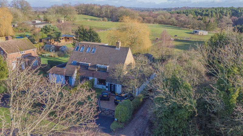 4 Bedrooms Semi Detached House for sale in HEADLEY