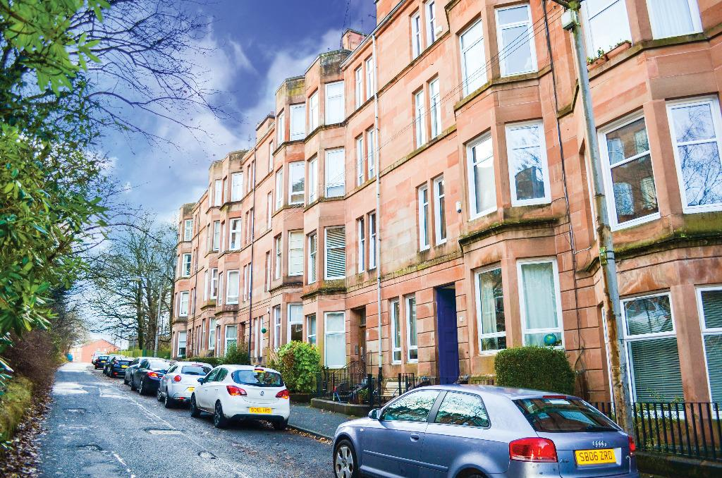 2 Bedrooms Flat for sale in Bellwood Street, Flat 2/1, Shawlands, Glasgow, G41 3ES