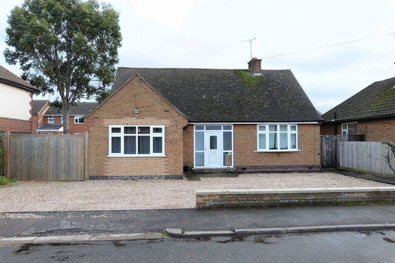 3 Bedrooms Detached Bungalow for sale in Fosse Way, Syston