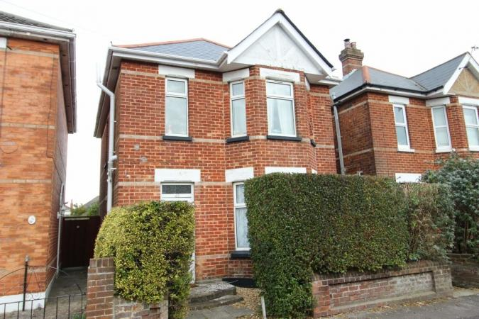 4 Bedrooms Detached House for sale in Markham Road, Charminster