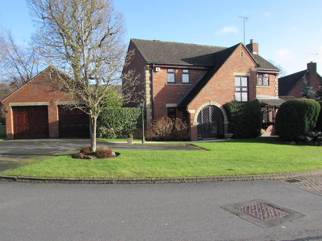 4 Bedrooms Detached House for sale in Ashborough Drive, Solihull