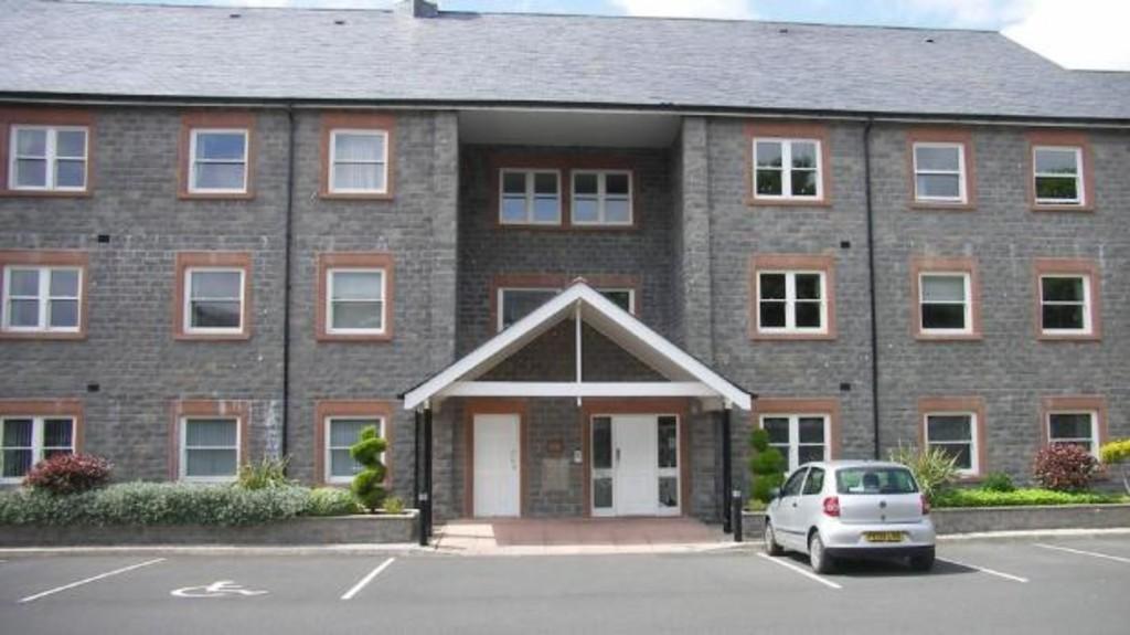 2 Bedrooms Flat for sale in 16 Victoria Court, Ulverston Cumbria