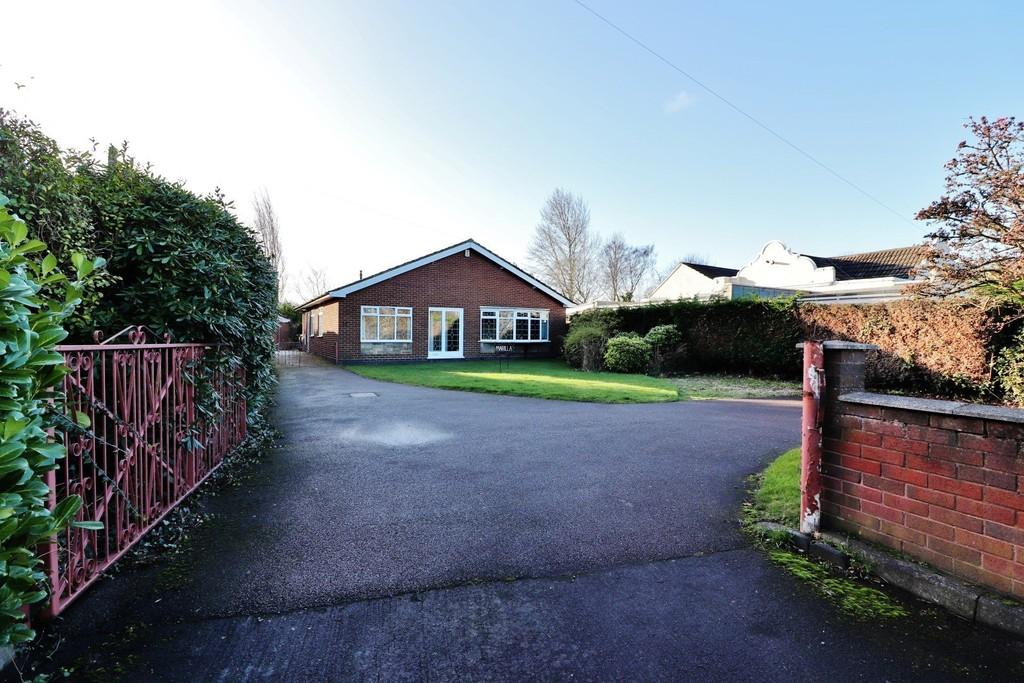 3 Bedrooms Detached Bungalow for sale in Watling Street, Mile Oak