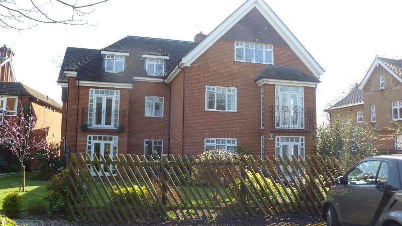 2 Bedrooms Flat for rent in 1 Catiline Court, 63a Main Road, Gidea Park, Romford, RM2 5EE