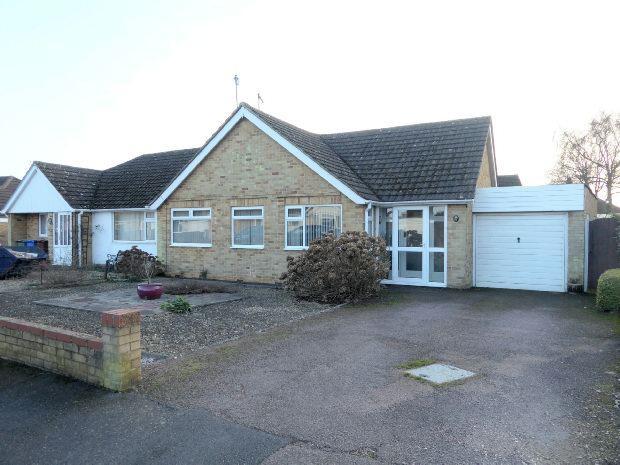 2 Bedrooms Semi Detached Bungalow for sale in Larksfield Road, Banbury