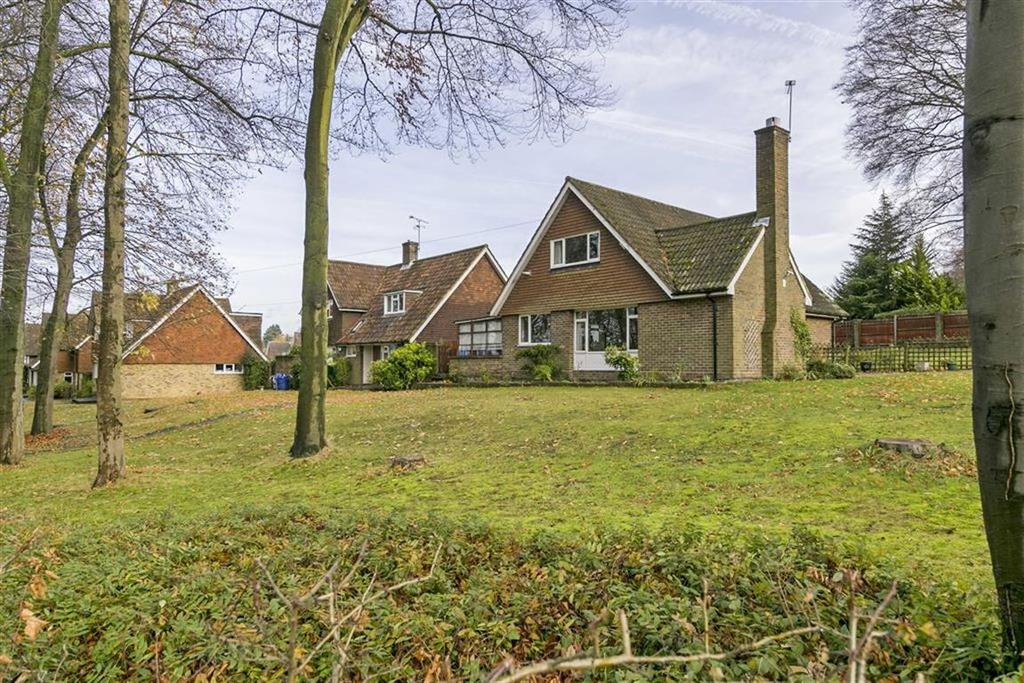 4 Bedrooms Detached House for sale in Treadwell Road, Epsom, Surrey