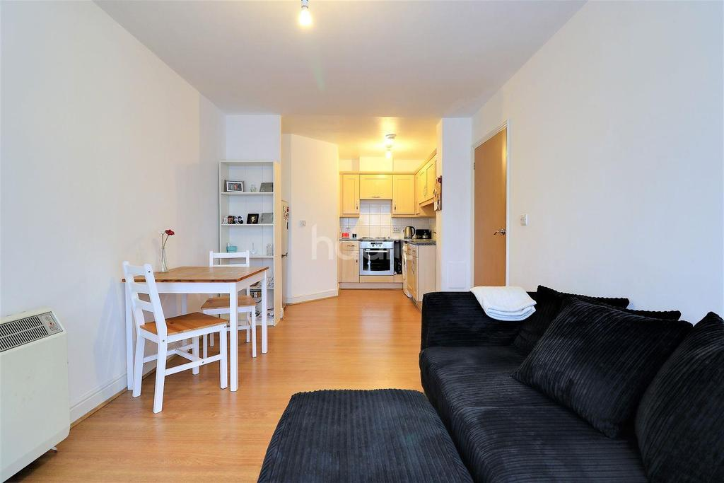 1 Bedroom Flat for sale in City Gate House, Eastern Avenue, Gants Hill, Essex