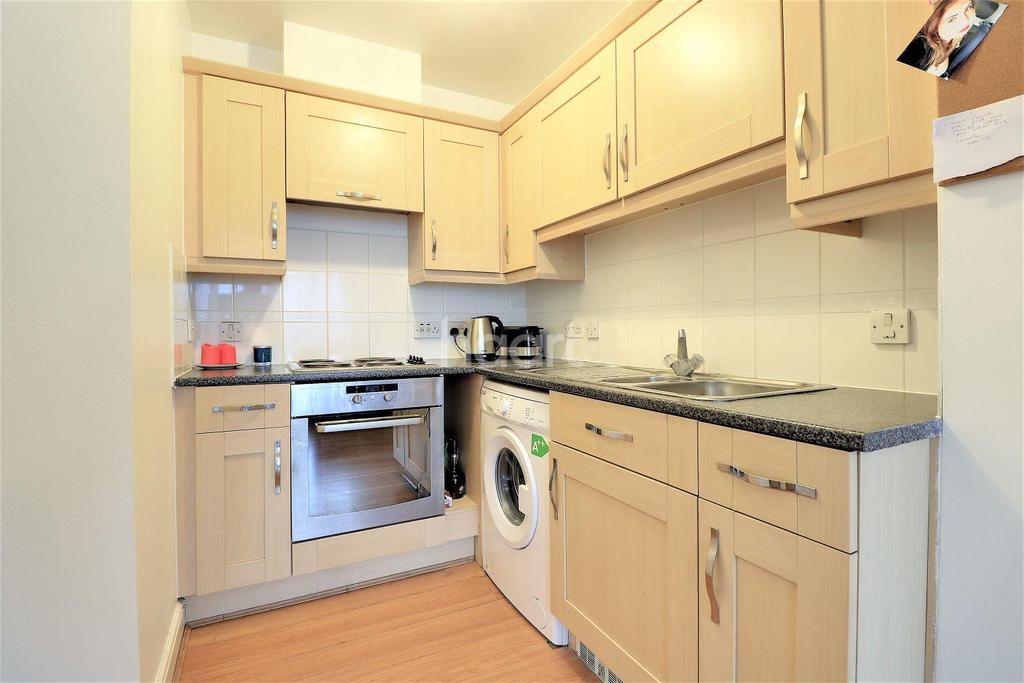 1 Bedroom Flat for sale in City Gate House, Eastern Avenue, Gants Hill, Essex
