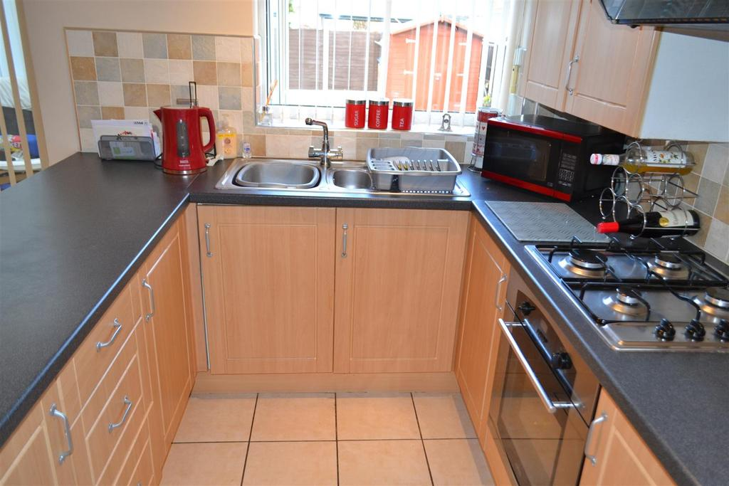 3 Bedrooms Semi Detached House for sale in Swan Close, Walsall