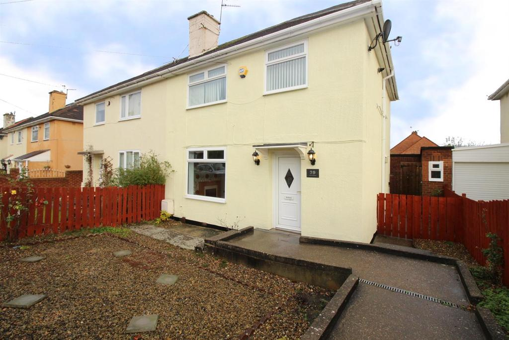 3 Bedrooms Semi Detached House for sale in Beechwood Gardens, Gateshead