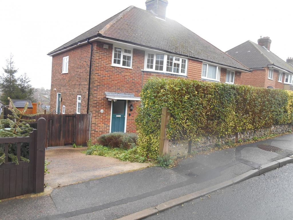 3 Bedrooms Semi Detached House for rent in South Way, Lewes, BN7