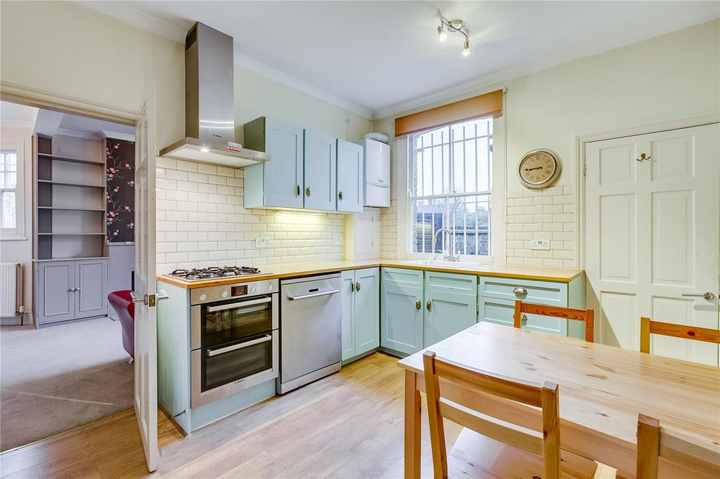 2 Bedrooms Flat for sale in Silverthorne Road, London