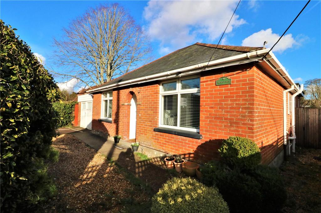 3 Bedrooms Detached Bungalow for sale in Brighton Road, Sway, Lymington, Hampshire, SO41