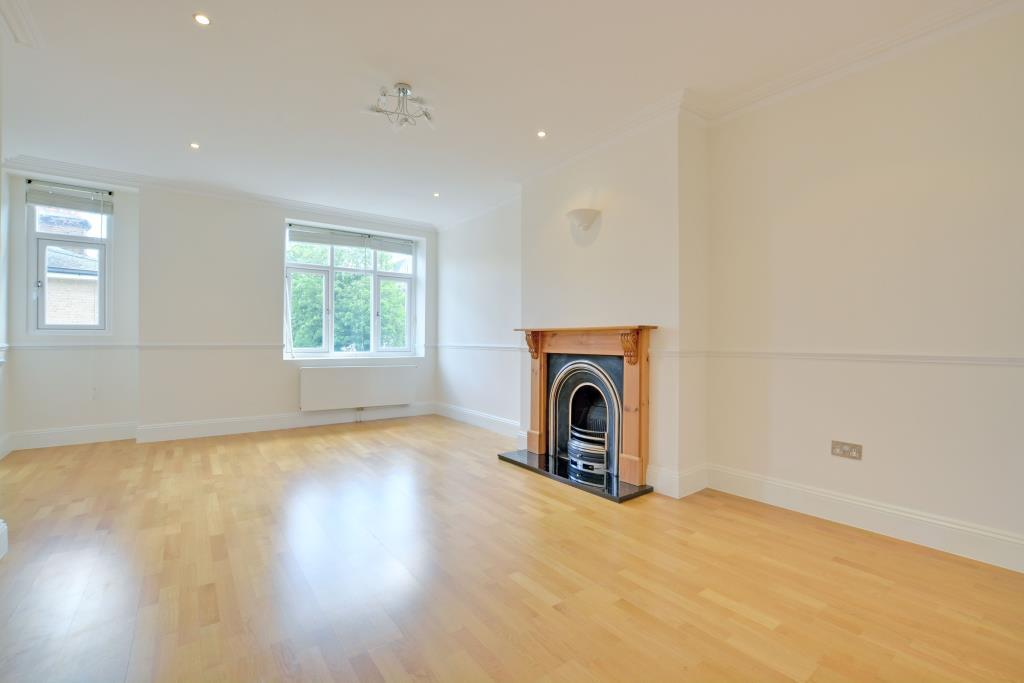 3 Bedrooms Flat for rent in Cresswell Park, Blackheath, London, SE3