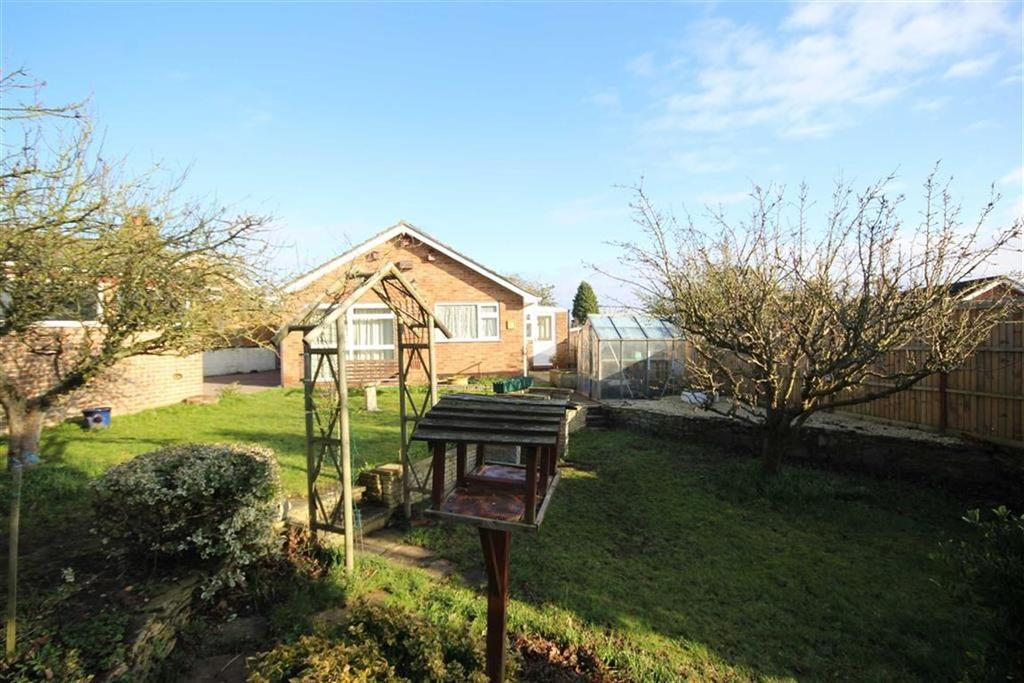 3 Bedrooms Detached Bungalow for sale in Hillview Lane, Twyning, Tewkesbury, Gloucestershire