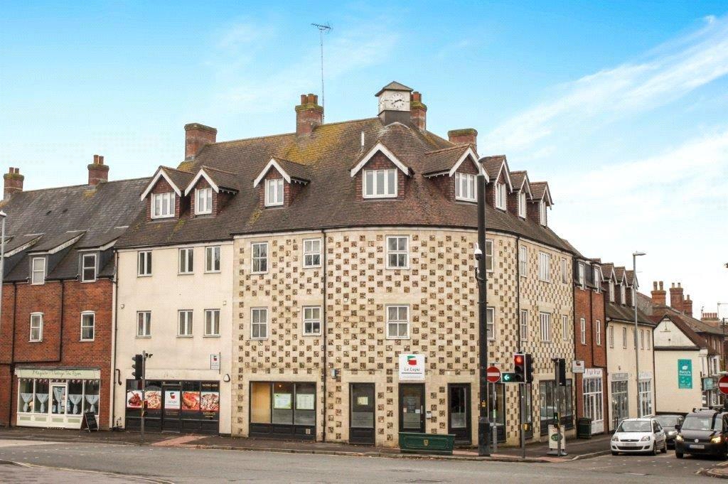 2 Bedrooms Flat for rent in Stonehenge Walk, Amesbury, Salisbury