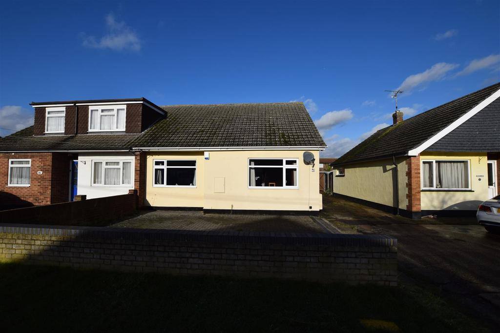 2 Bedrooms Semi Detached Bungalow for sale in Lionel Road, Canvey Island