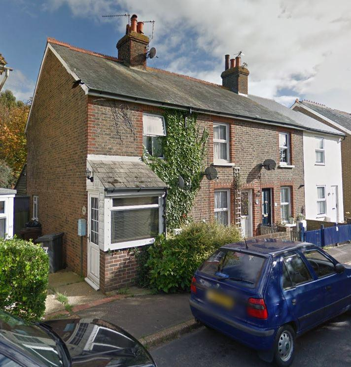 2 Bedrooms Terraced House for rent in Gordon Road, Hailsham