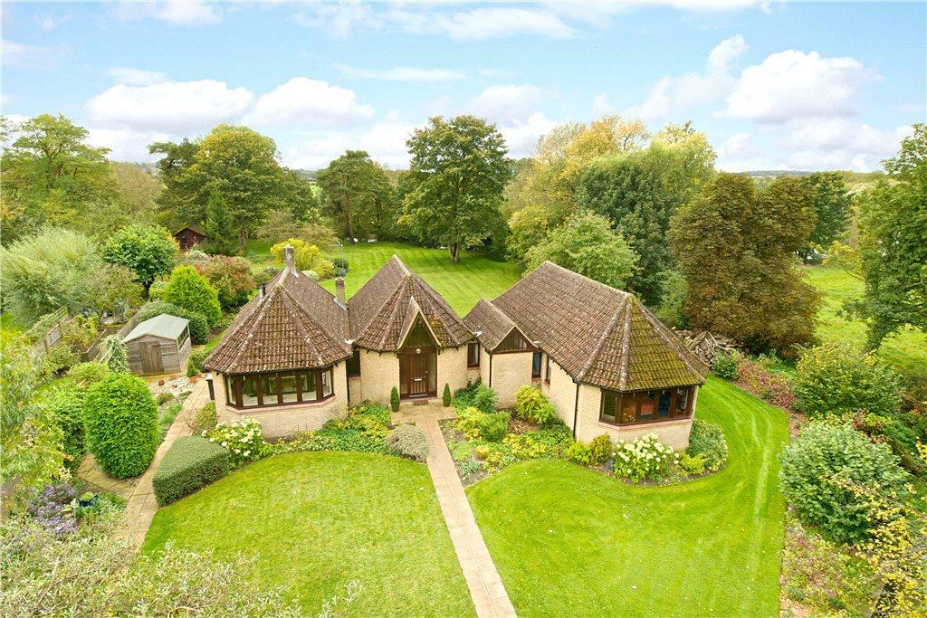 4 Bedrooms Detached Bungalow for sale in Church Walk, Harrold, Bedfordshire
