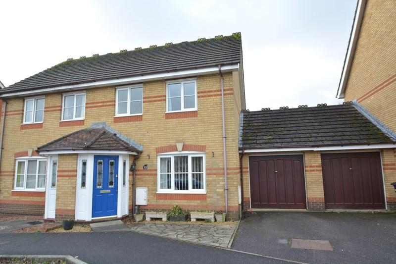 3 Bedrooms Semi Detached House for sale in Leyton Way, Andover