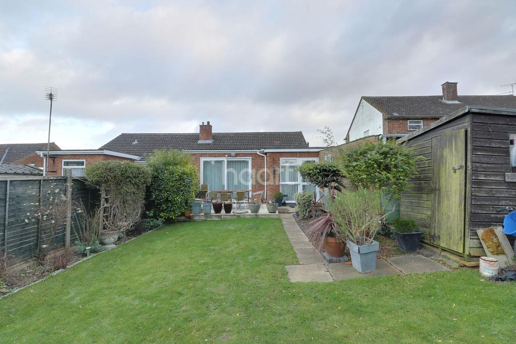 2 Bedrooms Bungalow for sale in Bakewell Close, Luton, LU4