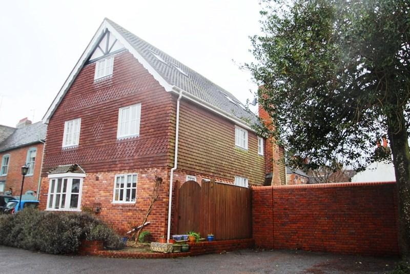5 Bedrooms Detached House for rent in High Street, Hassocks