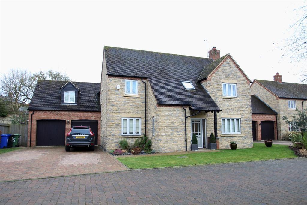 5 Bedrooms Detached House for sale in Oak View, Potterspury, Towcester