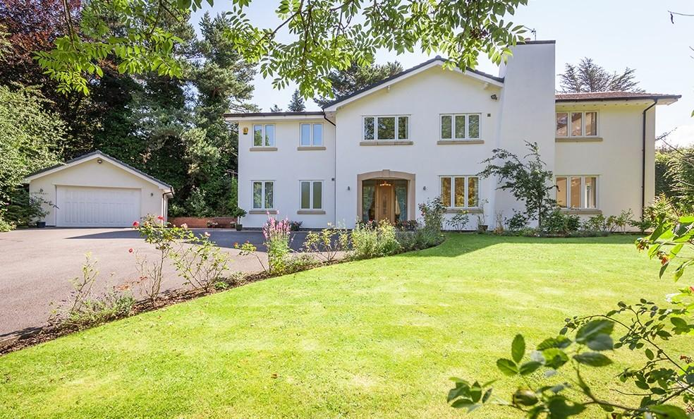 5 Bedrooms Detached House for sale in Ashtree Close, Prestbury